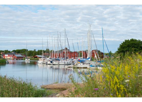 Brudhäll, guest harbor and archipelago hotel in Kökar